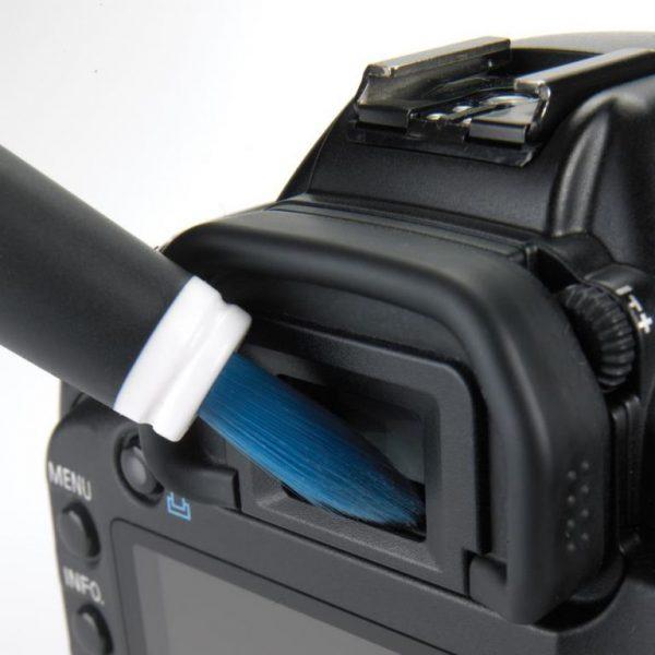 Cepillo para aparatos electrónicos