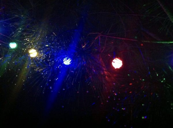 Bombilla esférica LED E27 (amarilla)