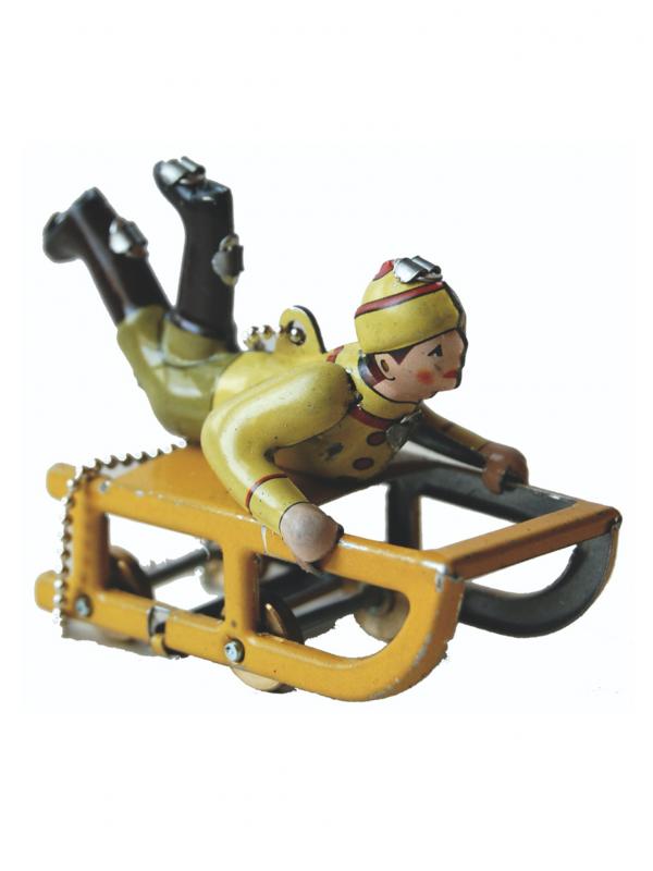 Miniatura niño con trineo