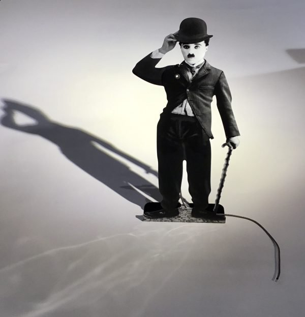Charles Chaplin con sombrero